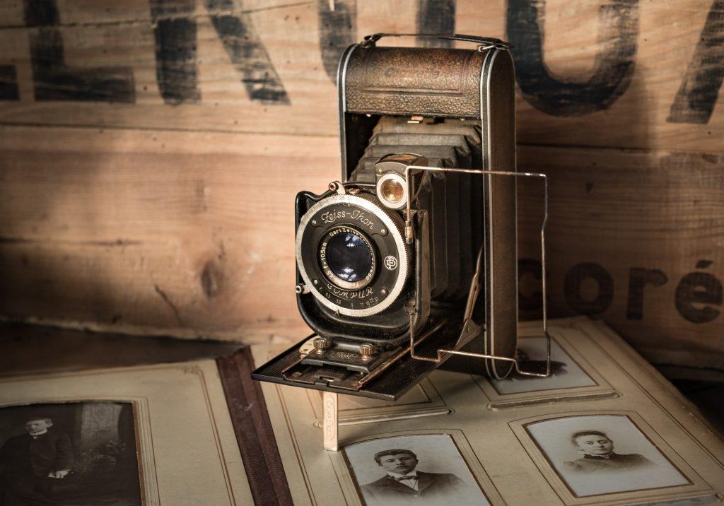 Antica macchina fotografica