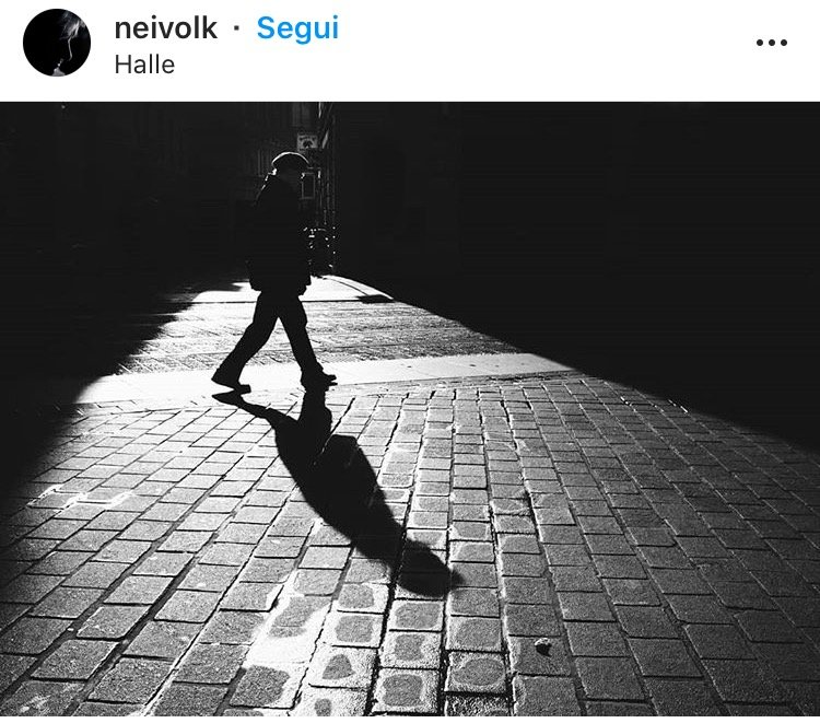 Fotografia ombre uomo in bianco e nero